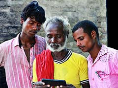 School children In Khargone Teach Locals To Use Mobile Apps For Payments