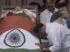 Next To Jayalalithaa Aide Sasikala Natarajan, Rajinikanth, Head Bowed