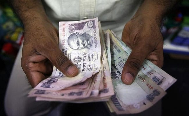 Indian Bonds See Biggest Fall In Two Months; Rupee Gains On RBI