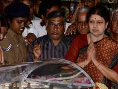 Sasikala Natarajan Visits Jayalalithaa Memorial, Party Defends Her Role