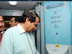 Suresh Prabhu Unveils All New Feature-Loaded Humsafar Express