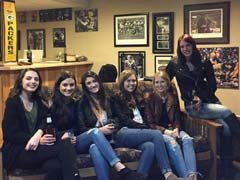 Pic Of Six Friends Hanging Out Has People Baffled. Notice The Problem?