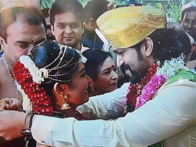 See Pics From Yash And Radhika Pandit S Wedding Ndtv Movies