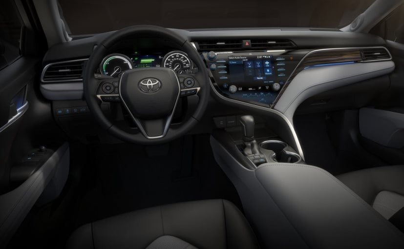 2018 toyota camry cabin