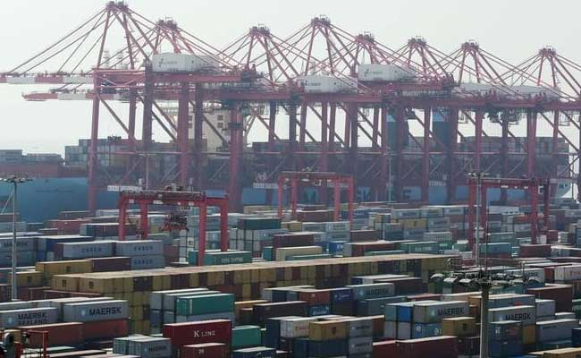Imports rose 21.76% to $33.39 billion, the Commerce Ministry said.