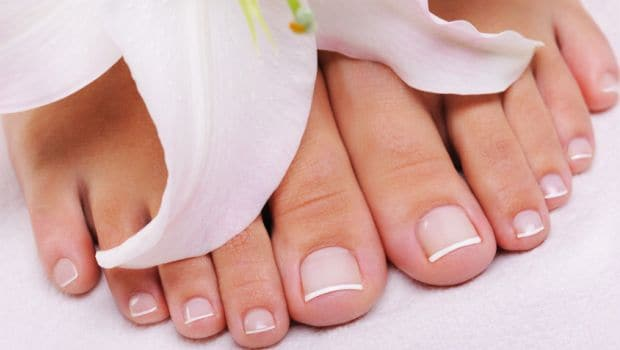 feet - 10 Incredible Uses of Peppermint Oil for Health and Beauty | WorldWide