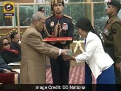 Republic Day 2017: Wife Of Army Hero Hangpan Dada, Who Died Fighting Terrorists in Kashmir, Receives His Ashoka Chakra