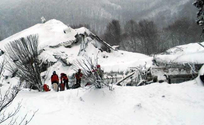 30+ feared dead after Italian Hotel Struck by Quake & Avalanche