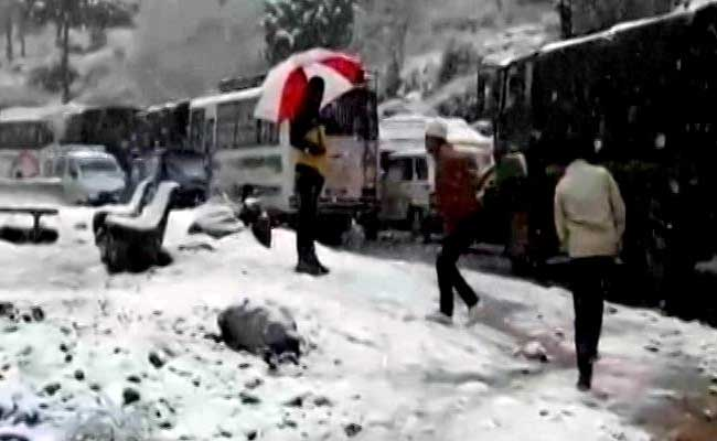 Biting Cold Continues In Kashmir; Ladakh Coldest At Minus 17.7 Degrees Celsius