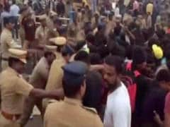 Jallikattu Protesters Defy Orders In Chennai, Police Station Set On Fire