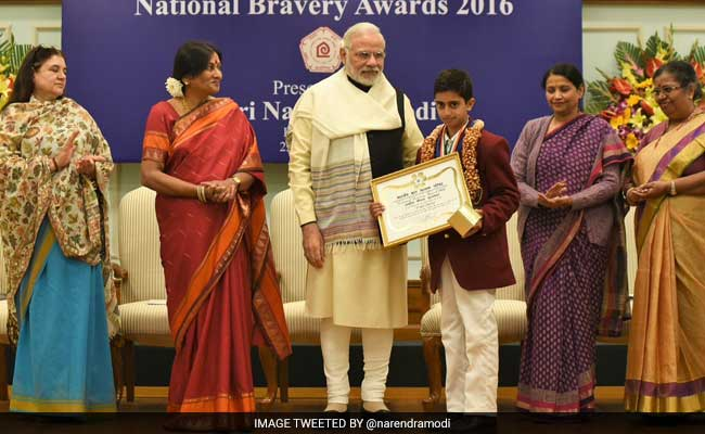 hindi essay of a person awarded for their bravery Twenty children, selected for this years bravery awards, today had a lifetime experience at the rashtrapati bhavan with president pranab mukherjee interacting with them and posing for a.