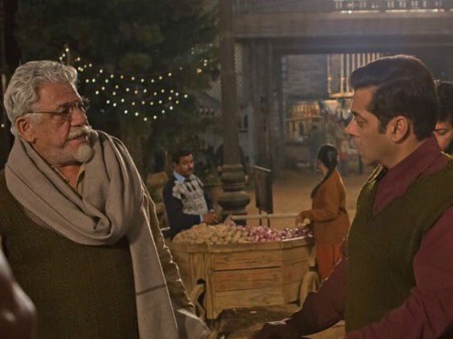 Salman Khan Shares Pic With Om Puri From The Sets Of Tubelight, The Acting Legend's Last Film