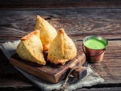 Shinghara Versus Samosa: 5 Ways the Bengali Snack is Different from the North Indian Samosa