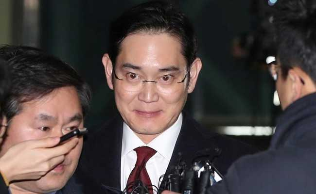 Samsung Group Chief Denies All Charges As Trial Begins