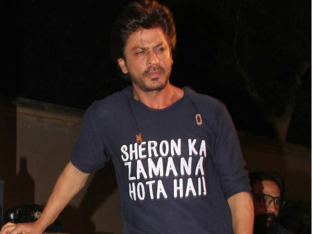 This Pic Of Shah Rukh Khan From Raees Party Was Captioned 'Wah Re Mere Dwarf'