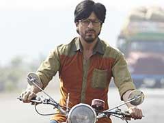 'रोमांस के बादशाह' शाहरुख खान को हीरोइनों के साथ पोज देकर फोटो खिंचाना अटपटा लगता है
