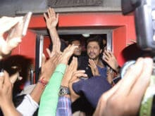 Live Updates: Shah Rukh Khan Takes The Train To Delhi For Raees