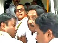 Shashi Tharoor, Leading Notes Ban Protest, Says He Was Arrested