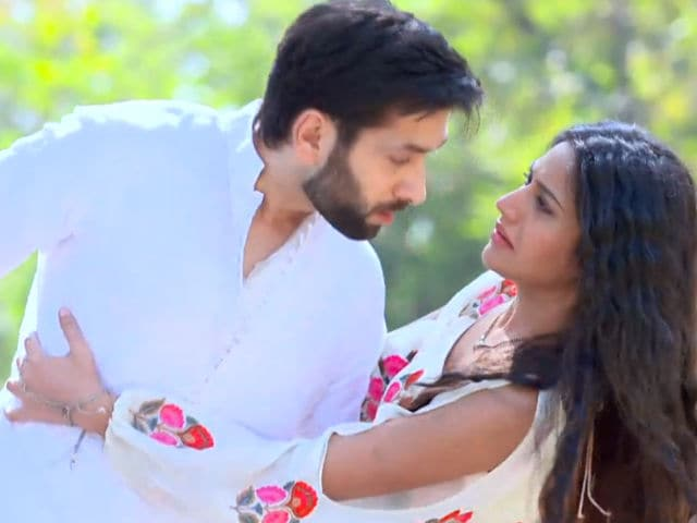 Ishqbaaz Shivaay Sneaks Out Of Home To Meet Anika