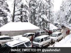 Jammu-Srinagar Highway Closed Due To Snow, 2000 Vehicles Stranded
