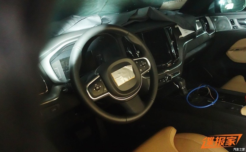 2017 volvo xc60 interior spied