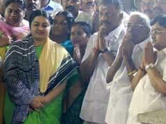 O Panneerselvam Returns to Jayalalithaa's Grave, Her Niece Deepa Jayakumar Joins Him