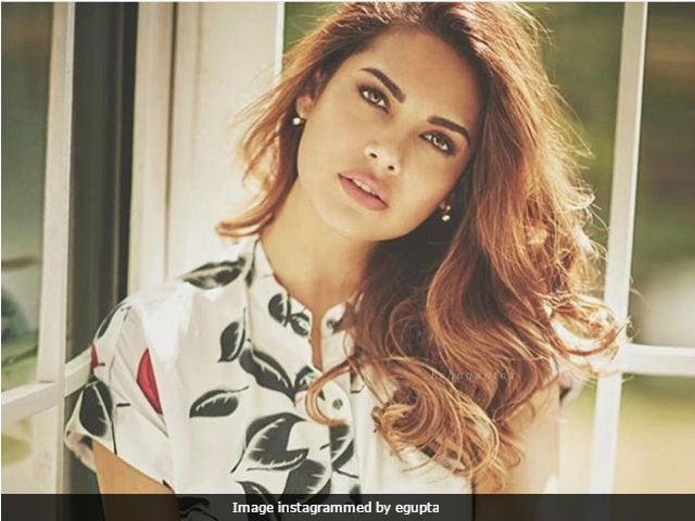 Esha Gupta Always Wanted To Star With Amitabh Bachchan. Now She Will In Aankhen 2