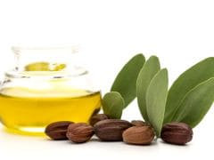 Jojoba Oil Benefits: 7 Incredible Ways to Use it For Beautiful Skin and Hair