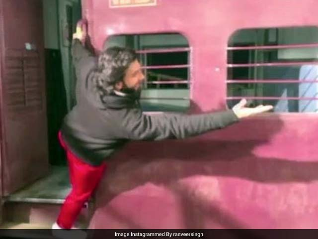 Ranveer Singh Recreates Dilwale Dulhania Le Jayenge Train Scene