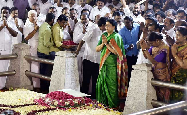 Sasikala asks gov to hurry as four MPs join OPS