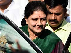 O Panneerselvam Playing DMK's 'Dirty Game,' Says VK Sasikala In Hour-Long Speech
