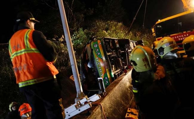 32 die in tour bus crash in Taipei