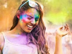 No Holi For Girls Students In Delhi University! Hostels Bar Girls From Stepping Out!