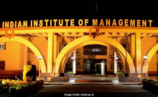 IIM Indore's GMPE 3rd Batch To Begin From August 2017, Apply Till June 25