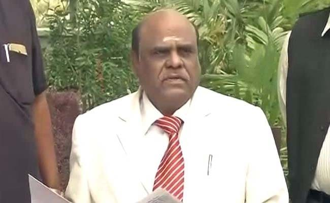 Police arrive Justice CS Karnan's residence to execute Supreme Court warrant