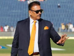 Ravi Shastri Uploads Blurred Image With Akshay Kumar, Gets Brutally Trolled On Twitter