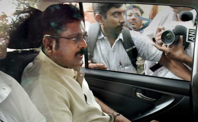 Dinakaran returns to Chennai, receives warm welcome by party members