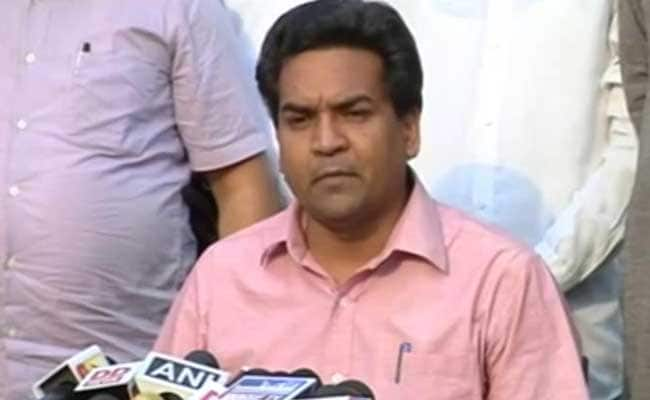 Kapil Mishra submits 3 graft complaints to CBI