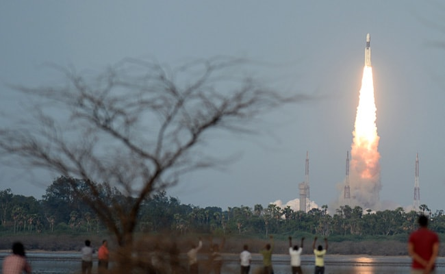 India launches powerful new rocket
