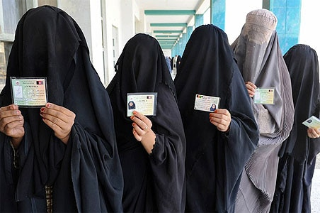 Afghans vote defying Taliban threats