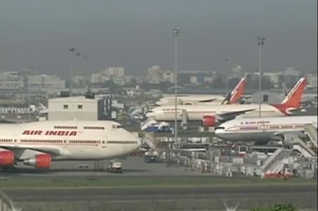 poor visibility at mumbai airport flights diverted