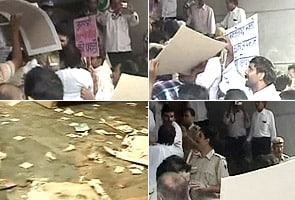 RSS workers attack TV channel's office in Delhi