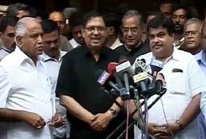 Karnataka Lokayukta Santosh Hegde withdraws resignation