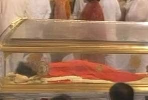 Sri Sri Ravi Shankar condoles the death of Sai Baba