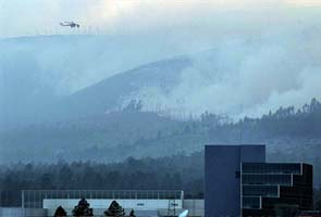 Los Alamos nuclear lab under siege from wildfire