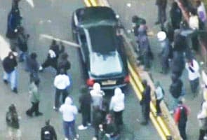 London rioters strip people naked to rob