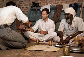 Rahul Gandhi asking for an extra GulabJamun at a Halwai's residence