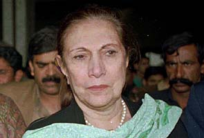 Nusrat Bhutto, mother of Benazir Bhutto, dies