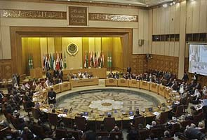 Arab League suspends Syria, calls on army to stop killings