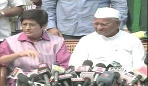 Lokpal draft: Govt betrayed us, says Anna; threatens fresh movement from Dec 27